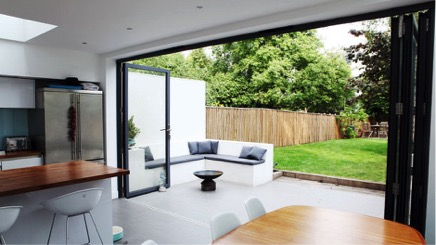 Vloer en muur lopen van binnen naar buiten door | Peppermint Interieuradvies | Enschede